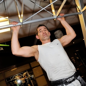 Gerry Moriano world record pull up attempt
