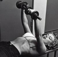 Marylin Monroe doing dumbbell bench presses