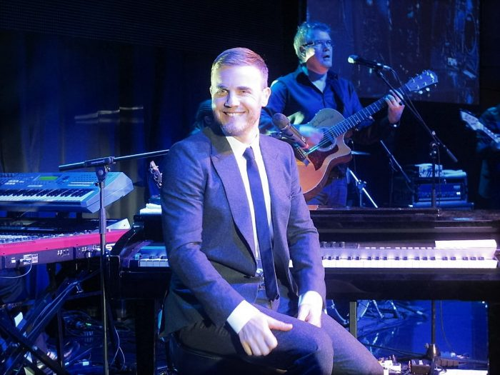 Gary Barlow in concert complete 2013
