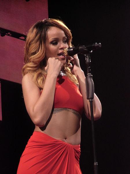 Rihanna_Cologne_2013_03