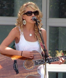 Swift performing at Yahoo! HQ in Sunnyvale, California in 2007