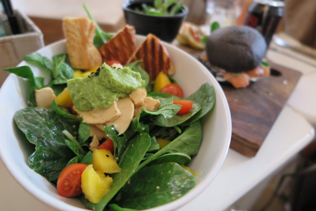 spinach avocado salad