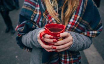 woman with good nails holding a heart shaped mug