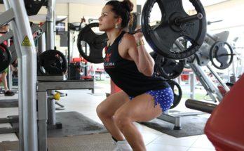 woman squatting in a gym