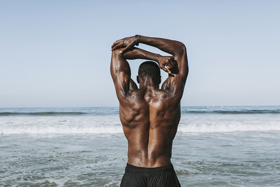 muscle man working out on LA beach
